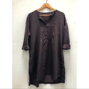 Silky tunic with shimmery purple/black pattern!